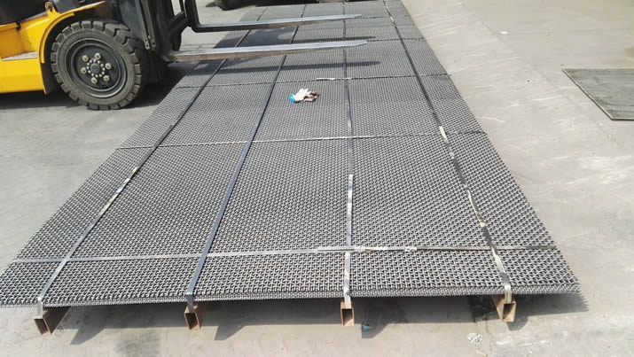 Six pieces of high carbon steel trommel screen mesh with steel pallet package and a yellow forklift beside them.