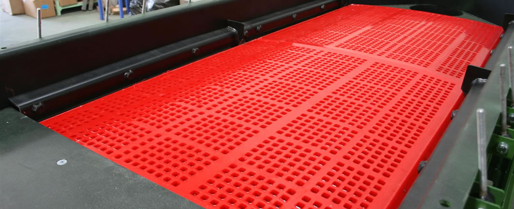 Polyurethane vibrating screen mesh is installed on the machine.