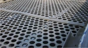 Round perforated vibrating screen mesh is installed on the vibrating screen machine.